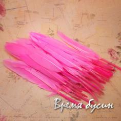 Перо гуся, длина 10-13 см, цвет розовый (1 шт.)