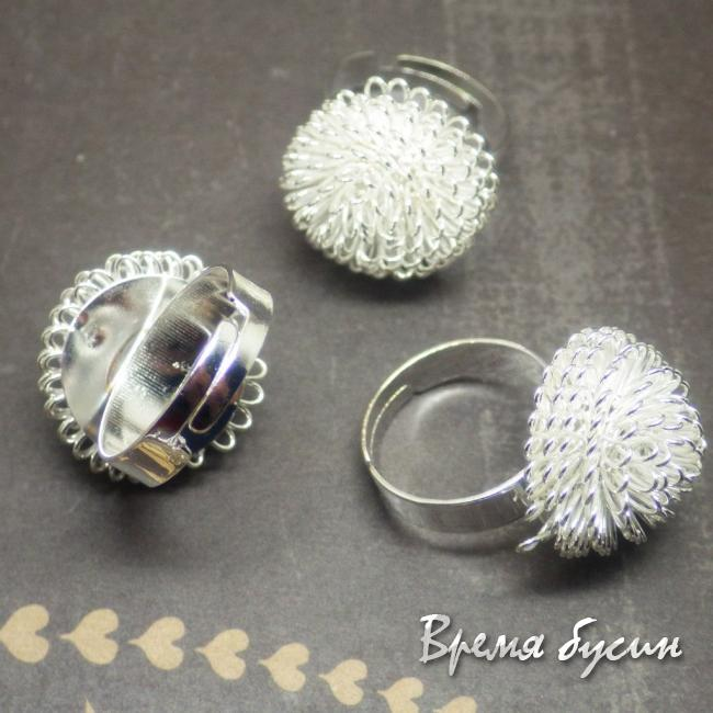 Кольцо из проволоки. Цвет серебро