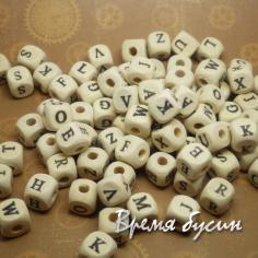 Бусины из дерева с буквами. Алфавит латинский 10х10 мм