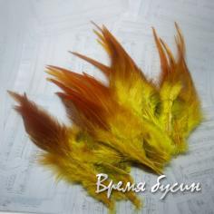 Перо петуха, цвет желто-коричневый, длина 10-15 см (1 шт.)