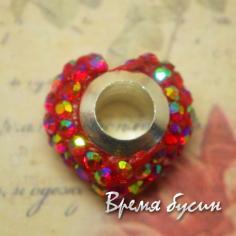 Бусина в стиле Пандора с чешскими стразами. Сердце красное