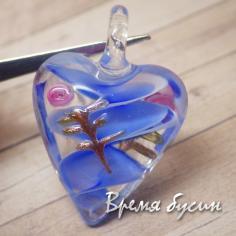 Подвеска из муранского стекла. Сердце прозрачное с синими разводами