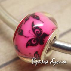 Гладкие акриловые бусины в стиле Пандора. Розовые с бабочками
