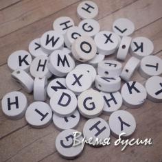 Бусины из дерева круглые с буквами. Алфавит латинский