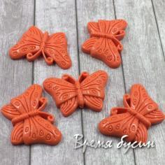 Коралл синтетический. Бабочка оранжевая