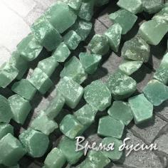 Нефрит. Кусочки необработанного камня (1/2 нити, 19 шт.)