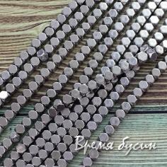 Гематит, кубик со скошенными уголками, 3 мм, цв. Серебро (1/2 нити, ок. 60 шт.)