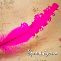 Перо гусиное кудрявое, длина 15-20 см, цвет фуксия (1 шт.)