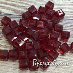 Бусины кубики из граненого стекла, 5х5 мм цв. бордовый    (1 шт.)