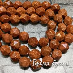 Авантюрин коричневый, бусины треугольной огранки, 10 мм (1/2 нити, ок. 19 шт.)